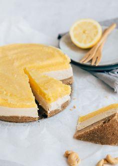 Vegan cheesecake met mango - Uit Pauline's Keuken Vegan Sweets, Healthy Sweets, Healthy Baking, Mango Cheesecake, Healthy Cheesecake, Baking Recipes, Vegan Recipes, Savoury Cake, Sweet Recipes