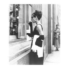 L'Ange des Enfants - Audrey Hepburn Photo Gallery ❤ liked on Polyvore featuring backgrounds, people, audrey hepburn, audrey and photos