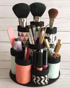 Un rangement DIY pour votre maquillage DIY storage for your makeup Organizing Hacks, Diy Storage, Makeup Organization, Diy Hacks, Storage Ideas, Smart Storage, Diy Makeup Storage Jars, Makeup Drawer, Storage Hacks