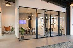 Inside Techspace's Sleek New Berlin Coworking Space – İndustrial Office Cool Office Space, Office Space Design, Modern Office Design, Office Workspace, Office Interior Design, Office Interiors, Home Interior, Office Designs, Office Walls