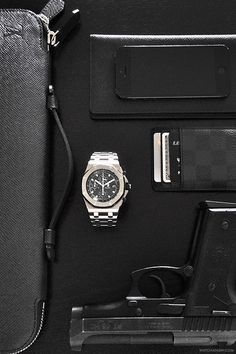 Watch essentials from Roberto incl. Audemars Piguet Royal Oak Offshore.Follow our instagram for more frequent updates!