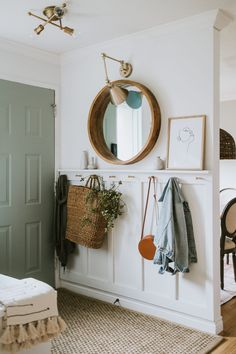 Top Ten Places To Find Discounted Decor - Jessica Sara Morris Entryway Decor, Cottage Entryway, Entryway Hooks, Home Entrance Decor, Home Decor Inspiration, Home And Living, Home Furniture, Entryway Furniture, Deco Furniture
