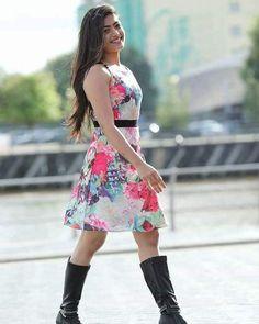Beautiful Girl Indian, Most Beautiful Indian Actress, Girl Fashion, Fashion Outfits, Fashion Design, Saree Floral, Indian Bridal Sarees, The Perfect Girl, Elegant Girl