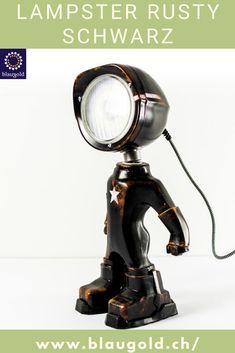 Farbe=Schwarz Beschreibung  Die LED-Leuchte LAMPSTER ist ein Mix aus Actionfigur und Vintage Scheinwerfer Komplett aus recycletem Material und von Hand gebaut! Ein-/Ausschalten durch Berührung bzw. Touch-Sensor am Kopf Anpassung von Helligkeit und Farbe mittels Smartphone 360° drehbarer Kopf und verstellbarer Winkel Massiv und für die Ewigkeit gebaut; rostfrei und resistent gegen Wasserspritzer. #lampen #beleuchtung #interiordesign Smartphone, Recycled Materials, Led Lamp, Aluminium, Action Figures, Recycling, Table Lamp, Home Appliances, Interiordesign