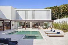 Brise House by Gisele Taranto Arquitetura   Denilson Machado from MCA Estudio