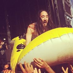 Crowd surfing at Ultra Music Fest.   For more, go to: http://www.fabtabtv.com/ultra-music-festivals-galactic-neon-style/