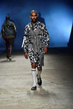 Desde las pasarelas de Tokyo, el diseñador Yoshio Kubo presenta su colección Spring-Summer 2018 en la plataforma del Pitti Uomo Runway Fashion, Mens Fashion, Eccentric, Spring Summer 2018, Menswear, Style, Men Fashion, Catwalks, Wedge