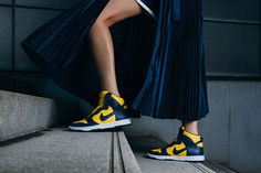 Sportswear wird zu architektonischen Designkunst: das neue Lookbook der NikeLab x Sacai Kollektion solltest du dir ansehen.