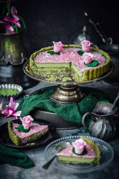Matcha infused tart, topped with a pink white chocolate ganache. Delicious and easy to make , dessert perfect for Valentine's day.