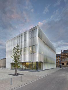 Wandelbare Fassade: Sporthalle von h4a architekten