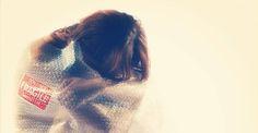 Demoledor. No es fácil encontrar otro calificativo para 'Chicas nuevas 24 horas', el documental de Mabel Lozano sobre la trata de personas y las dramáticas consecuencias de la esclavitud sexual. La prostitución es, tras el tráfico de armas y el de drogas, el tercer negocio más lucrativo a nivel planetario. Integrada en un proyecto de arte y acción social contra el comercio de seres humanos con fines sexuales, la película se proyecta en la Cineteca de Matadero, en Madrid.