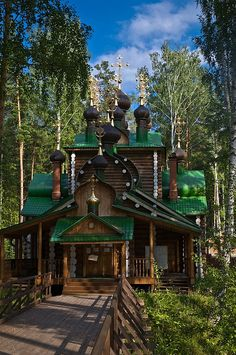 "Ganina Yama wooden church near Ekaterinburg, Russia. Ganina Yama (Russian: Ганина Яма, ""Ganya's Pit\"") was a deep pit in the Four Brothers mi Russian Architecture, Beautiful Architecture, Beautiful Buildings, Beautiful World, Beautiful Places, Places Around The World, Around The Worlds, Magic Places, Cathedral Church"
