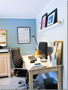 I like the set up of this office :)