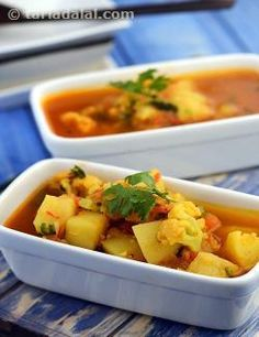 A typical Maharashtrian food, Batata ani Flower cha Rassa enhances the traditional preparation by using cauliflower florets in addition to potato cubes. Cooked with typical ingredients like tomatoes, ginger paste, etc., and a traditional tempering, this curry is slightly watery and must be served piping hot! For the most authentic flavour, use goda masala, but if you are unable to get it, then use garam masala instead.