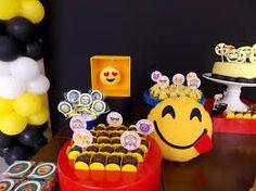 Resultado de imagem para decoração da festa dos emojis