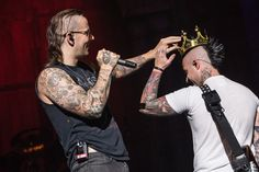 Love these two!!!! ♥♥ 23/10/13 - Oklahoma, USA (Avenged Sevenfold , a7x)