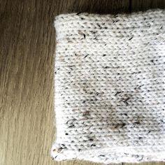 Primeira peça do desafio pronta! Um cowl (Ou cachecol infinito) que era para ser um cachecol normal, mas como eu só tinha comprado um novelo Cisne Acalanto (coisa de principiante...) acabou ficando menorzinho :) #craft #cowl #cachecol #frio #knit #tricot #trico #knitting #knittersofinstagram #99tricots