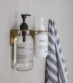 Store your Meraki hand soap with a nice and elegant way with the wall bracket from Meraki. The wall bracket is named Supply and is of stainless steel. Afterwards, it has been covered with brushed brass which provides it with a raw and. Home Spray, Douche Design, Support Mural, Soap Pump, Soap Holder, Hand Lotion, Wall Brackets, House Doctor, Liquid Soap