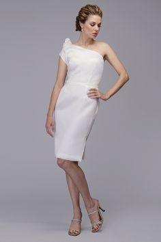 Assymetrical neckline with detail on shoulder. Featured in Organza-Satin Faced.
