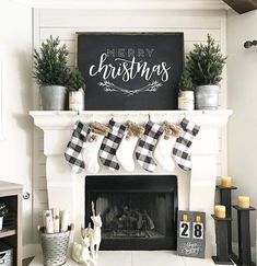 When you live in a city with four seasons, surely you need a fireplace in your home. Fireplace now is not only about warming your home, but also about home decoration. In holiday, decorating the firep Christmas Mantels, Noel Christmas, Winter Christmas, Christmas Crafts, Christmas Ideas, Christmas Movies, Christmas Signs, Christmas Mantle Decorations, Christmas Ornaments