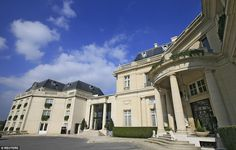 The charming five-star Tiara Chateau Hotel Mont Royal will be welcoming the Romania national team in June for Euro 2016