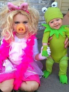Kermit and Miss Piggy - Adorable Kids Halloween Costumes! Loving Hearts Child Care and Development Center in Pontiac, MI is dedicated to providing exceptional tender loving care while making learning fun! Sibling Halloween Costumes, Sibling Costume, Halloween Costume Contest, Cute Costumes, Baby Costumes, Costume Ideas, Partner Costumes, Pretty Costume, Children Costumes