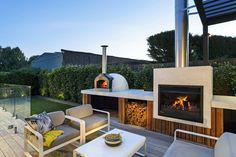Portsea — The Melbourne Fire Brick Company Modern Outdoor Pizza Ovens, Modern Outdoor Kitchen, Pizza Oven Outdoor, Outdoor Kitchens, Modern Outdoor Fireplace, Outdoor Fireplace Designs, Backyard Fireplace, Terrace Design, Patio Design