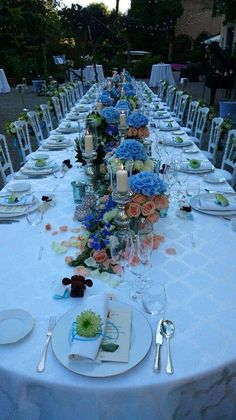 Central floral centerpiece made with soft colors composition in vases plus silver candelabras with candles. Silver Candelabra, Italy Wedding, Floral Centerpieces, Soft Colors, Vases, Floral Design, Composition, Table Settings, Candles