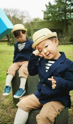 Daehan and Minguk Cute Boys, Cute Babies, Baby Kids, Triplet Babies, Superman Kids, I Miss You Guys, Man Se, Song Daehan, Song Triplets