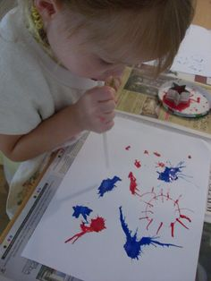 of July activity. Blow paint blobs to create a fireworks looking picture. - 4 Patriotic Kids' Crafts For Independence Day Patriotic Crafts, July Crafts, Summer Crafts, Holiday Crafts, Holiday Fun, Daycare Crafts, Preschool Crafts, Projects For Kids, Crafts For Kids