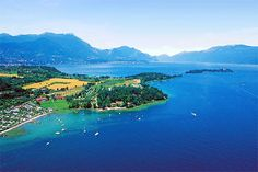 Camping Fornella - San Felice del Benaco ... Garda Lake, Lago di Garda, Gardasee, Lake Garda, Lac de Garde, Gardameer, Gardasøen, Jezioro Garda, Gardské Jezero, אגם גארדה, Озеро Гарда ... Welcome to Camping Fornella San Felice del Benaco. is situated in one of the most beautiful corners of the Lake Garda, with amazing vews on Rocca di Manerba del Garda and Isola del Garda, the largest Island of the lake. Our over 500 meter long lake front with facilities