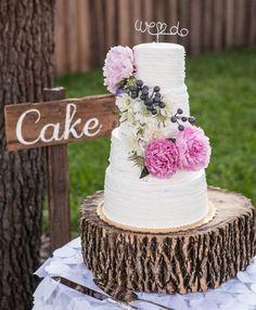 Pièce montée 2017  Gâteau à 4 niveaux décoré de pivoines fraîches et un chapeau de fil personnalisé! {Event