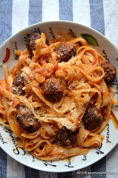 Paste cu sos si chiftelute (meatballs) (13) Spaghetti, Food And Drink, Cooking, Ethnic Recipes, October, Lasagna, Salads, Kitchen, Noodle