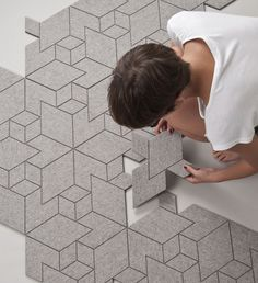 Rug pattern is assembled from one type of tile only and it uses hexagonal grid to visualize its isometric world. (in Spanish)