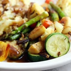 a hearty and robust vegetarian main dish for Thanksgiving | herb & spice roasted vegetables with red wine & mushroom gravy