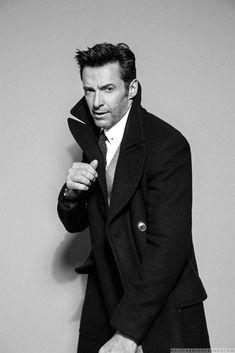 Male Fashion Trends: Hugh Jackman muestra elegancia absoluta para August Man Singapur