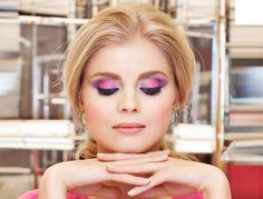 Osez ce camaïeu mauve avec un contraste entre le rose mat et le violet délicatement nacré. Un look make-up qui met particulièrement en valeur les yeux...