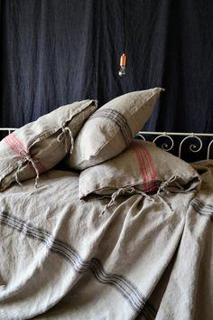 Vintage Grain Sack linen : Grainsack Black and Red stripe Rustic Rough by HouseOfBalticLinen Coverlet Bedding, Linen Duvet, Linen Pillows, Linen Fabric, Bed Linens, Comforter Sets, Chic Bedding, Table Linens, Neutral Bed Linen