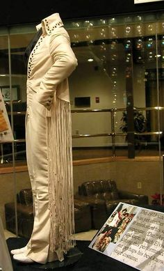 The long fringe suit today in display at Graceland. That suit was used by Elvis just for the Los Angeles concert. He disliked the long fringe and another version of that suit was made.