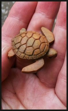 Turtle/turtle necklace/sea turtle/men's necklace/small gifts/wooden necklace/mens necklace Dremel Wood Carving, Wood Carving Art, Bone Carving, Wood Art, Whittling Projects, Whittling Wood, Whittling Patterns, Wood Carving Designs, Wood Carving Patterns