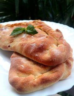 Καλτσόνε - Elpidas Little Corner Calzone, Greek Recipes, Hot Dog Buns, Pancakes, Food And Drink, Appetizers, Pizza, Corner, Gluten Free