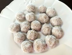 These lime infused Feijoa Coconut Balls are the perfect healthy after-school snack or evening treat, sweetened with a touch of honey. Fejoa Recipes, Light Recipes, Raw Food Recipes, Sweet Recipes, Guava Recipes, Recipies, Healthy School Snacks, Healthy Treats, Healthy Food