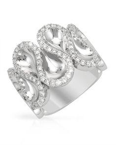 Stunning ring... diamonds in white gold