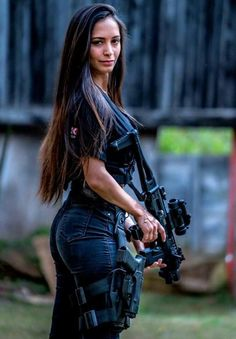 Sexy long hair girl Army with weapon Airsoft Girls, Mädchen In Uniform, Vaquera Sexy, Mode Kpop, Military Women, Military Female, Military Girl, Female Soldier, Warrior Girl