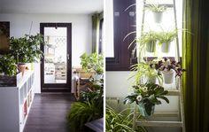 Das Wohnzimmer ist ein offener Raum mit Bereichen zum Spielen, Essen und Entspannen.