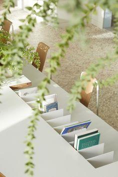 보통의 의원 – STUDIOVASE Japanese Architecture, Retail Shop, Retail Design, Place Card Holders, Display, Table Decorations, Interior, Furniture, Clinic