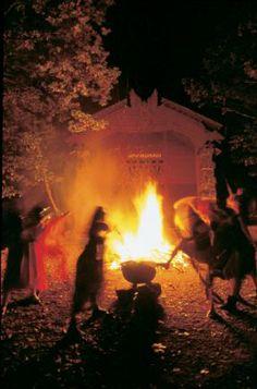 Walpurgisnacht im Harz: Hexen und Teufel sind los  (rf) Jedes Jahr in der Nacht vom 30.04. zum 01.05. sind im Harz Hexen und Teufel unterwegs. Die Walpurgisnacht geht nach weit verbreiteter Ansicht auf uralte heidnische Bräuche und Aberglauben ...  Link: http://www.reisefernsehen.com/reise-news/ausflugstipps/115a30410e4c07-walpurgisnacht-im-harz-hexen-und-teufel-sind-los.php