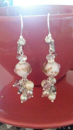 Orecchini in perle di vetro, cristalli Swarovski e perle di fiume