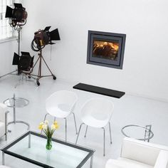 A little behind the scenes photoshoot featuring the Di Lusso R6 stove. Inset and flush to the wall - looks very contemporary!