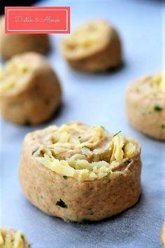 Isteni rukkolás-sajtos csigák - Diéták & Álmok Cheddar, Baked Potato, Potatoes, Baking, Ethnic Recipes, Food, Cheddar Cheese, Potato, Bakken